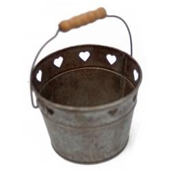 """Panier """"coeurs"""" en zinc avec poignée en bois"""