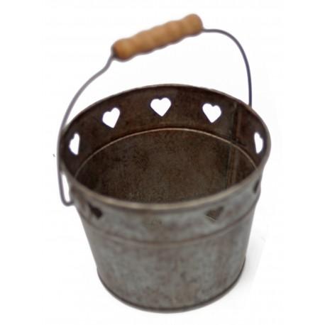 """Panier """"coeurs"""" en zinc avec poignée en bois par Antic Line"""