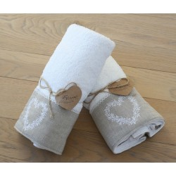 Towel set with heart white