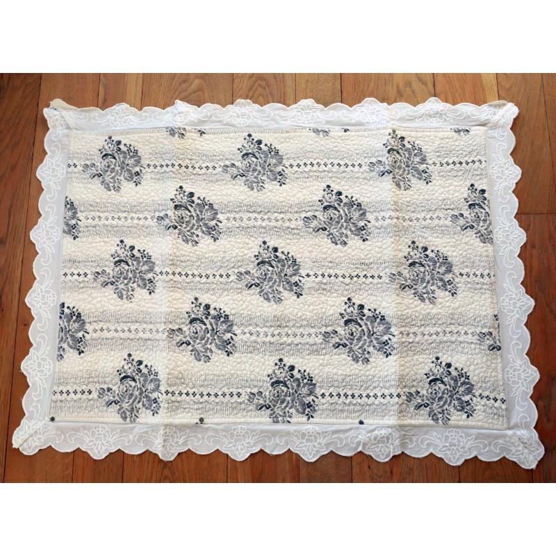 tapis de bains papier peint ivoire de chez coquecigrues pour une d co shabby chic. Black Bedroom Furniture Sets. Home Design Ideas