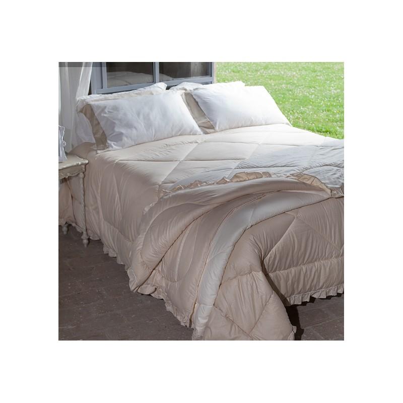 couette en microfibre beige trapunta cashmere par. Black Bedroom Furniture Sets. Home Design Ideas