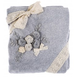 Plaid à fleurs grises 140 x 170 en boite cadeau