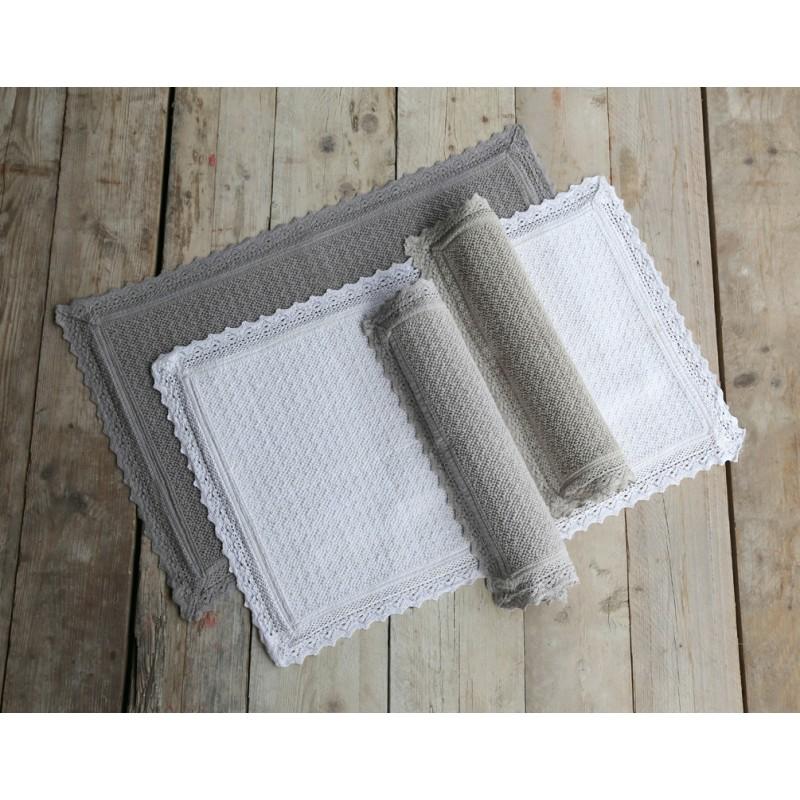 petit tapis de bains palladio taupe par blanc mariclo sur. Black Bedroom Furniture Sets. Home Design Ideas